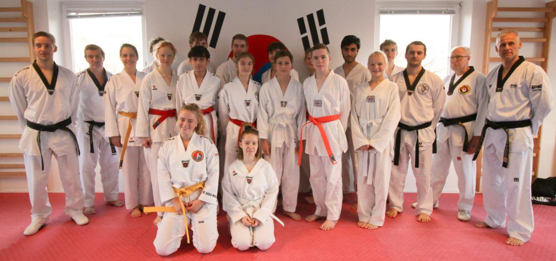 graduering-unge-gruppe-billede-min